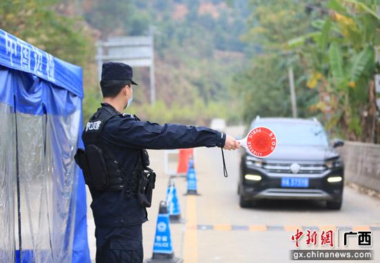 广西水口关出入境边防检查站全体民警坚守岗位严防疫情输入