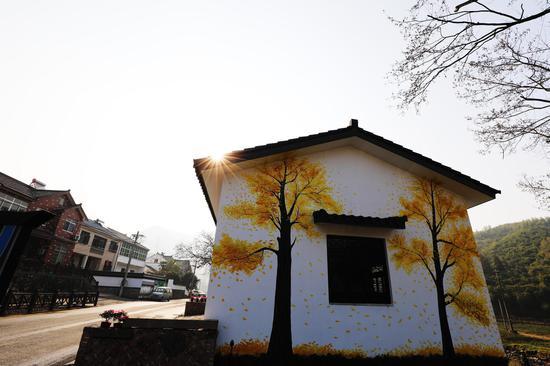 五石坞村完成立体墙绘 何伟卫 摄