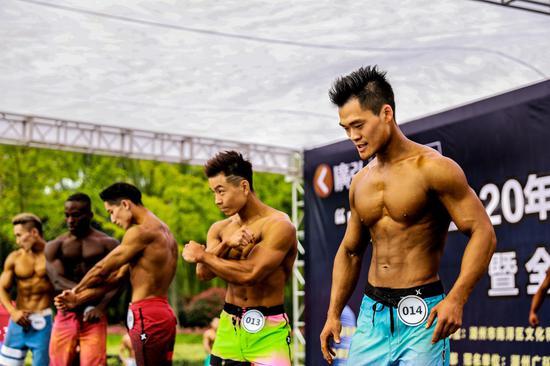 来自长三角地区200多名健身爱好者扎堆亮相,秀肌肉、比形体、展风采 陆志鹏 摄