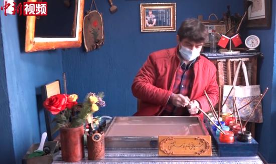 新疆喀什艺人钻研多年恢复古丝路艺术水拓画