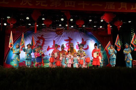 月山春晚节目——《菇戏报春》。 刘梦丹供图