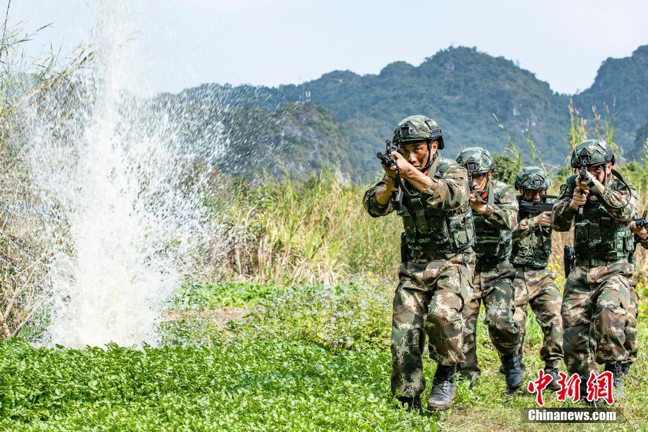 武警广西总队崇左支队开展反恐综合演练