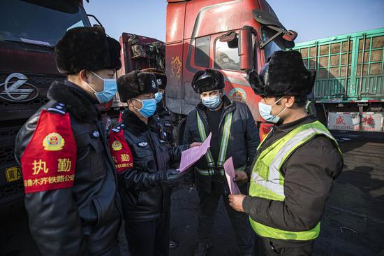 乌鲁木齐铁警防电信诈骗宣传走进露天煤矿