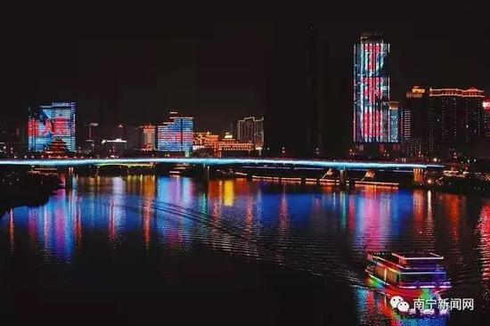 南宁流光溢彩迎新年 璀璨夜景美如画