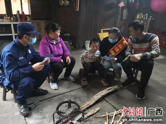 """广西桂林消防安全送到家 织密弱势群体""""关爱网"""""""