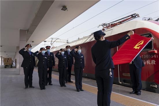 杭州客运段开展春运服务。杭州客运段 供图