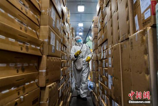 新疆乌鲁木齐站对运送货物严格消杀