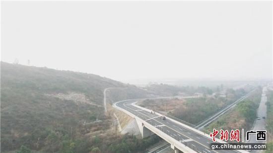 桂林工务段连夜成立党团员突击队 确保春运铁路运输畅通