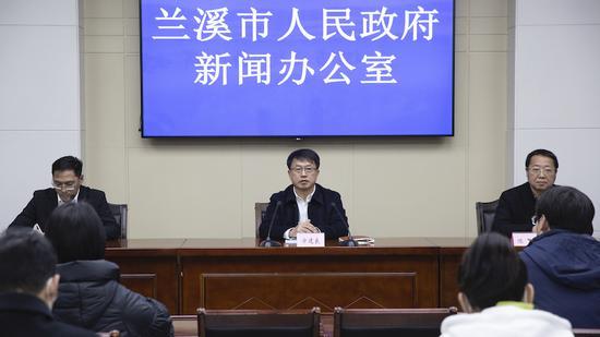 """兰溪市召开新春""""控疫情 促消费 暖民心""""新闻发布会。 蒋宇欣供图"""