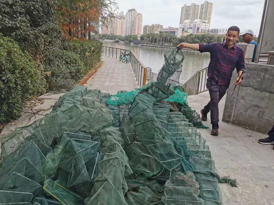 温州市海洋与渔业执法支队与志愿队联动治理,清缴地笼网60余副、丝网。麻妙泉 供图