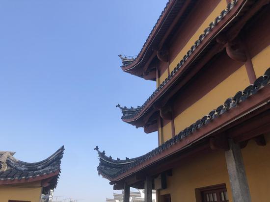 宁波鼓楼一景。 林波 摄