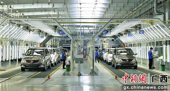 图为上汽通用五菱汽车生产总装线。柳州市委宣传部供图