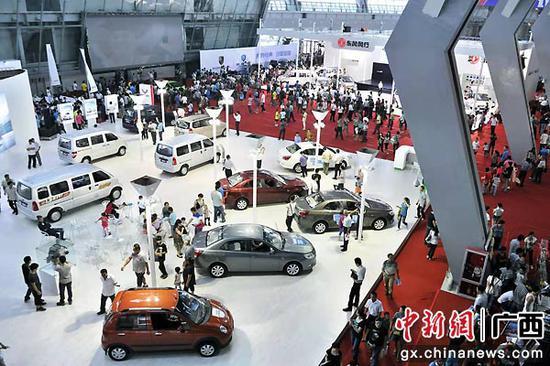 图为在东盟汽博会展出的柳州产汽车。柳州市委宣传部供图