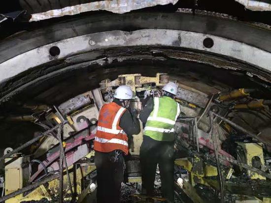 天山胜利隧道春节不停工 300余名工人就地过年