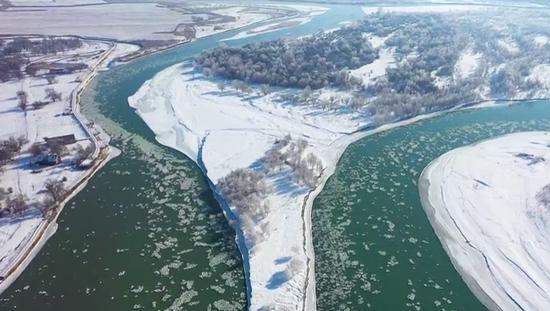 【请您欣赏】壮观的伊犁河冰凌块奇观