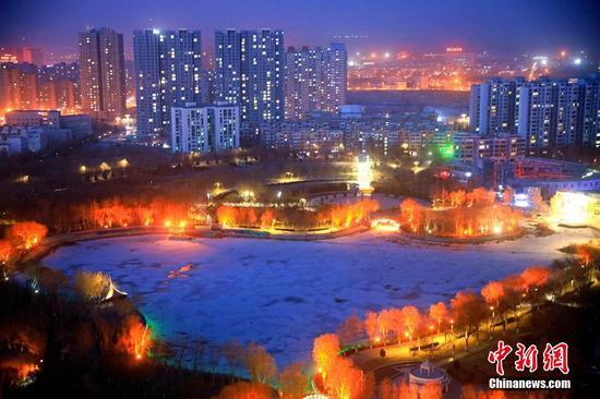 新疆城市夜景:流光溢彩秀新春