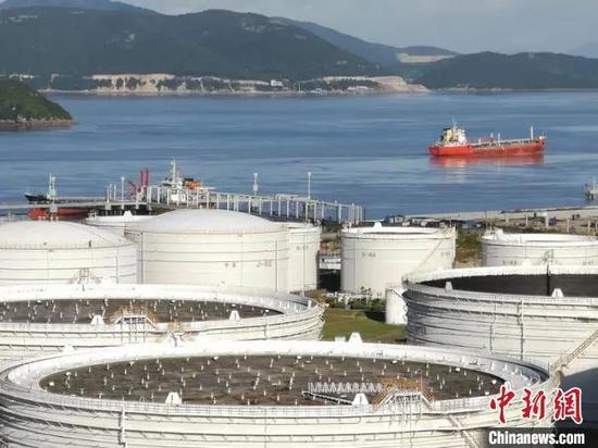 图为聚星官网自贸区内的油品储运基地。聚星官网自贸区管委会 供图