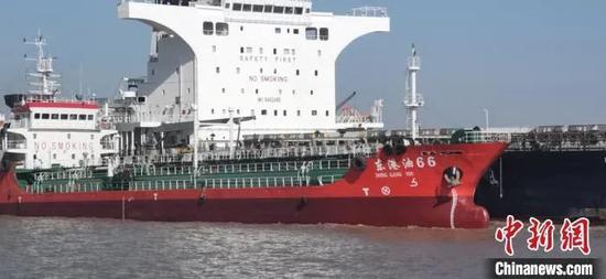 加注现场。舟山市港航和口岸管理局 供图