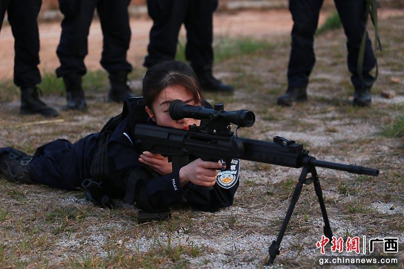 钟山反恐特战队员开展实弹射击训练
