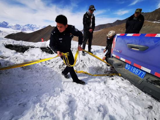 新疆红其拉甫:海拔4650米冰达坂的救援