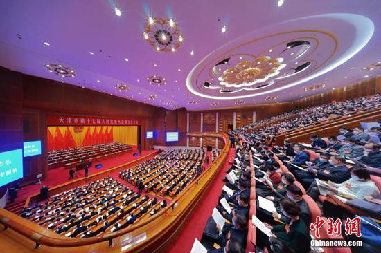 1月25日,天津市第十七届人民代表大会第五次会议在天津礼堂开幕。 中新社记者 佟郁 摄