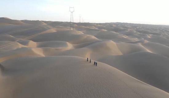 塔克拉玛干沙漠深处 的线路守护人