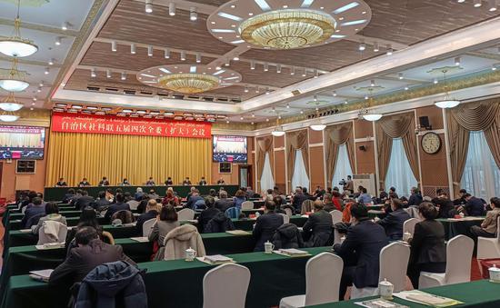 23日,新疆维吾尔自治区社科联五届四次全委(扩大)会议在乌鲁木齐召开。苟继鹏摄