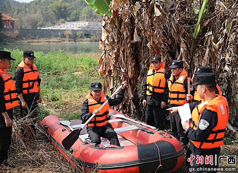 贺州平桂公安分局开展水上抢险救援训练