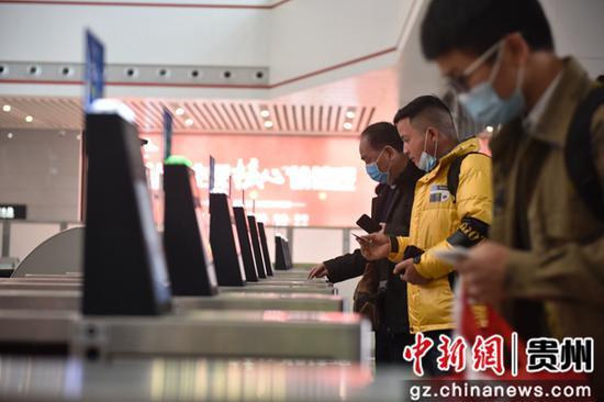 """贵阳车站积极应对春运出行""""高峰""""。"""