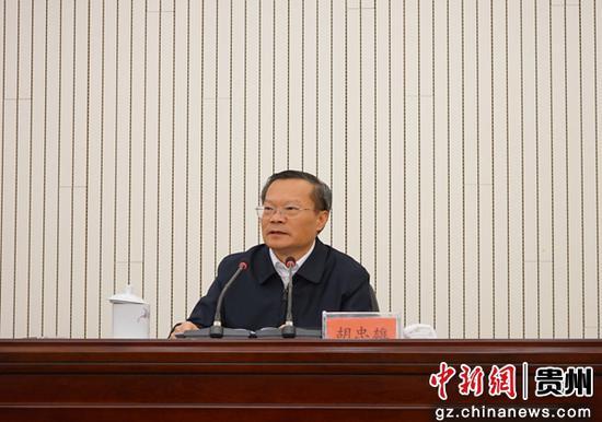 重庆华龙棋牌下载省委常委、省委统战部部长,副省长胡忠雄出席会议并讲话。