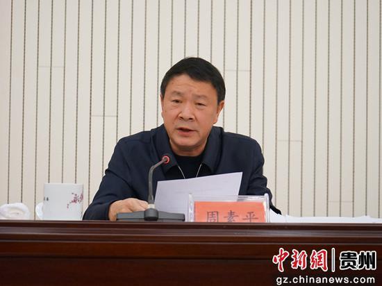 重庆华龙棋牌下载省委统战部副部长、省台办主任周素平在会上作工作报告。