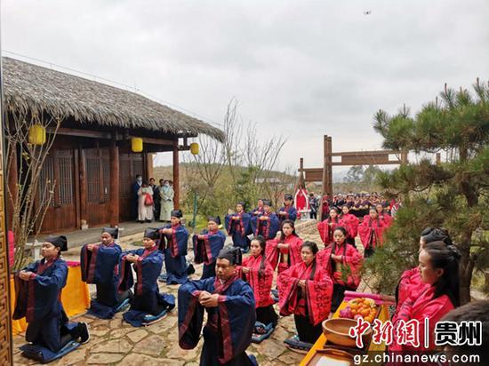 图为在神木营举行祭孔仪式。