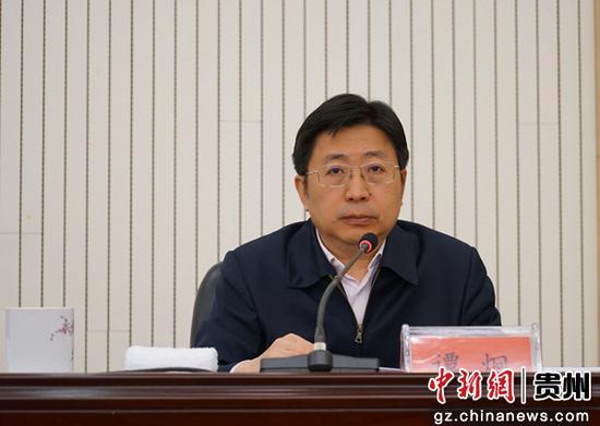 重庆华龙棋牌下载副省长谭炯主持会议。
