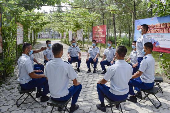 """新疆森林消防总队:人人上讲台 个个当""""尖兵"""""""