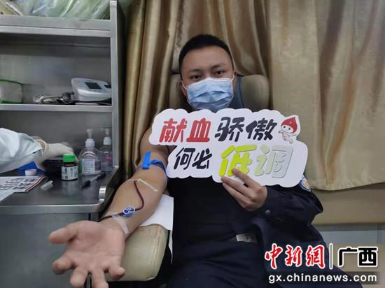 崇左边境警方组织开展无偿献血活动