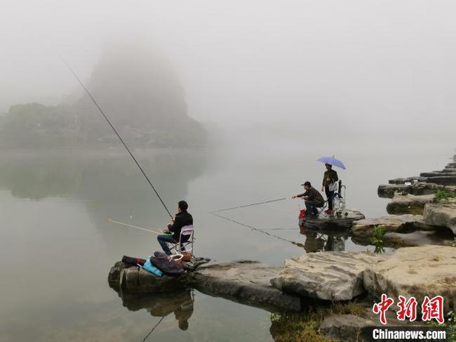 桂林雨雾萦绕似水墨画 迎来漓江烟雨最佳观赏期