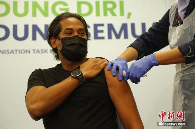 马来西亚开始接种中国新冠疫苗