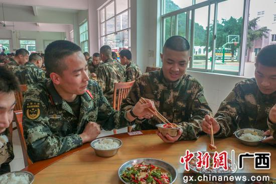 武警柳州支队迎来首批春季入伍新兵