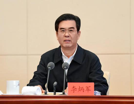 省委副书记、省长李炳军讲话。贾智摄