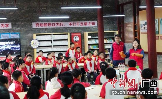 """""""南网知行书屋""""让1.7万东兰山区孩子享受优质教育资源"""