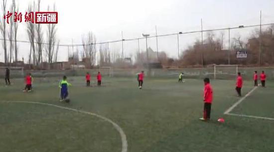 逐梦趁早 喀什足球小将在路上