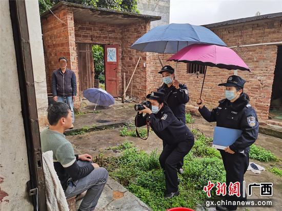 """梧州龙圩户政""""四个一""""工作机制为民服务履承诺"""