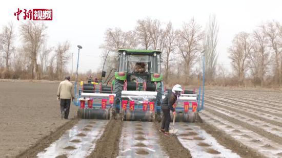 新疆:百万亩棉花智慧春耕 100米偏差不超2厘米