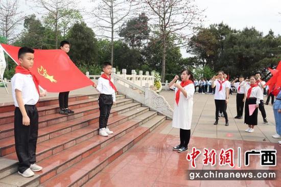 柳州少先队员赴烈士陵园开展主题教育活动
