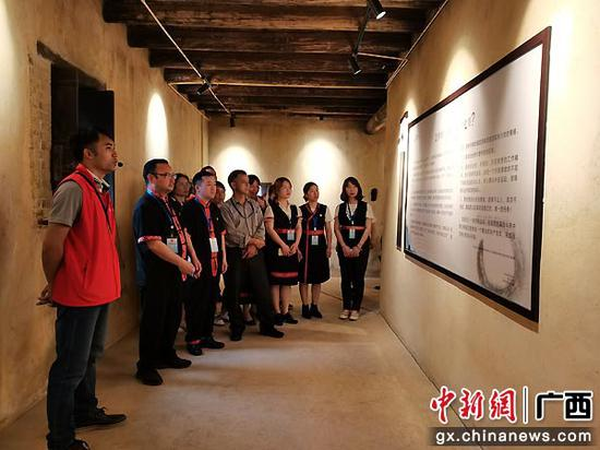 """头排镇40多名党员""""打卡红色革命教育基地"""" 锤炼党性修养"""