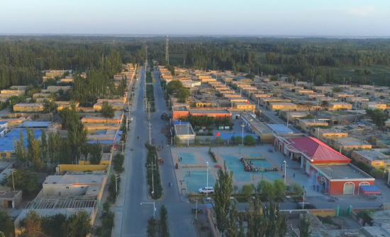 村民依依惜别新疆公安厅扶贫第一书记