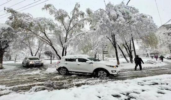 60年一遇暴雪突袭新疆拜城  地震受灾群众得到妥善安置
