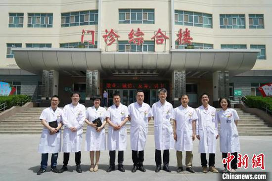 """在阿拉尔医院,共有来自台州8家三级医院的9名临床医疗专家,开展""""组团式""""医疗援疆。(资料图) 赵丹丹 摄"""