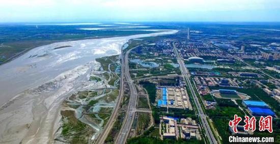 第一师阿拉尔市地处塔里木河上游,风光独特。(资料图)台州援疆指挥部供图