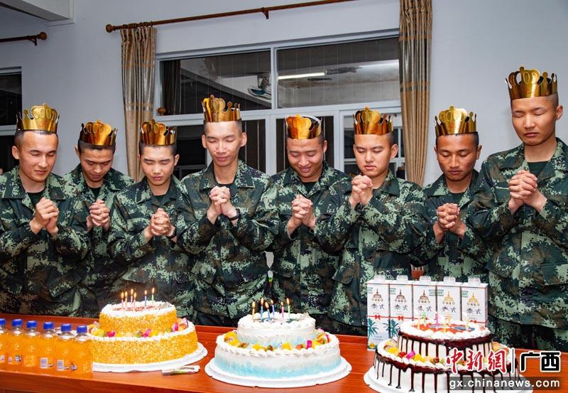 """武警广西总队:这场新兵连生日晚会""""有点暖"""""""